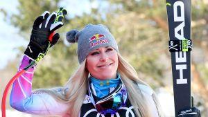 Alpina stjärnan Lindsey Vonn vinkar efter en seger.