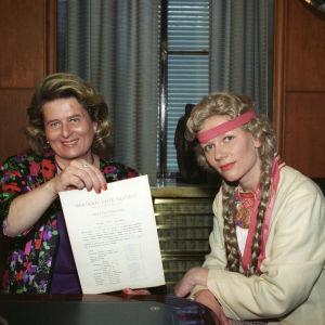 Riitta Uosukainen ja Liisa Rimpiläinen vuonna 1994.