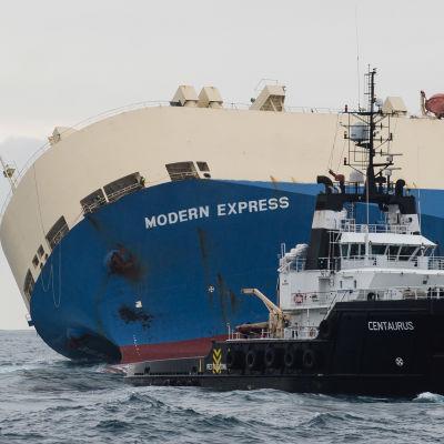 Det havererade fartyget Modern Express utanför Frankrikes kust.