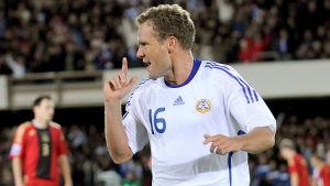 Jonatan Johansson firar mål i landslaget 2008.