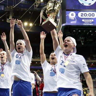 Finland jublar efter VM-guld i innebandy.