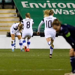 Amanda Rantanen kan inte tro det efter att ha gjort segermålet mot Skottland på stopptid.
