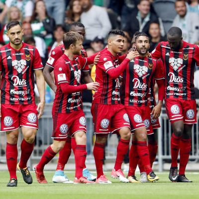 Östersunds FK:n pelaajat juhlivat maalia.