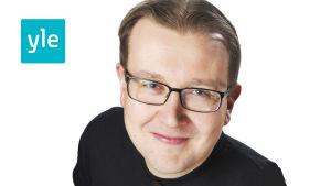 Yle Sportens redaktör Anti Koivukangas.