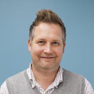 Mikko Perkiö har forskat i sambandet mellan barndödlighet och mödrarnas utbildning.
