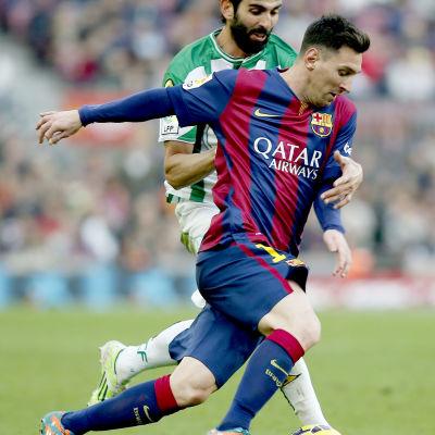 Fotbollspelare i närkamp.