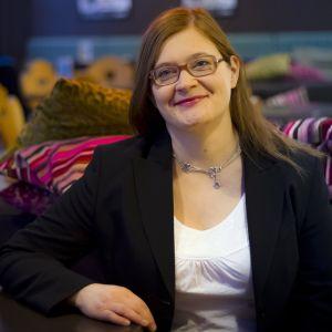 Anna Mäkelä. Hon var Kittiläs kommundirektör då bilden togs.