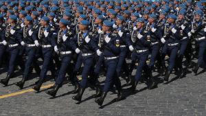 Rysk militär marscherar på Röda torget i Moskva den 9 maj 2016.