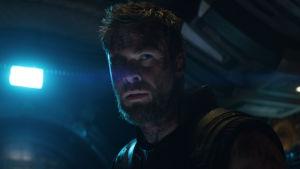 Thor i närbild på ett rymdskepp.