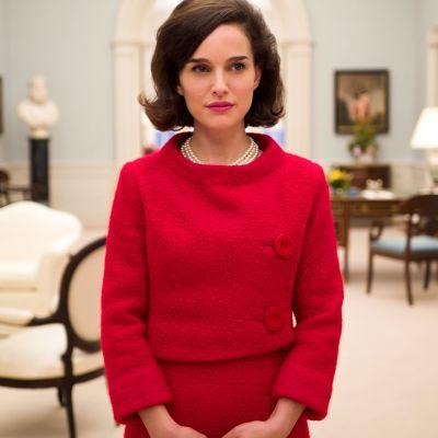 Natalie Portman näyttelee Jacqueline Kennedyä elokuvassa Jackie.