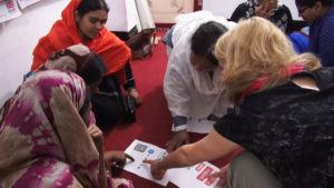 Työtahti on kiristynyt epäinhimilliseksi Bangladeshin vaatetehtaissa.