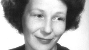 Ungt porträtt av författaren Mirjam Tuominen. 1953.