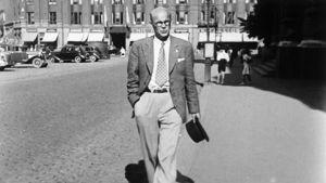 Urho Kekkonen vid hörnet till Ateneum under 19310-talet.