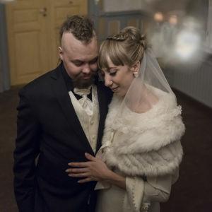 Jimmy och Kristina finklädda på bröllopsdagen.