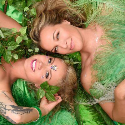 Hietanen och Henrikson ligger på en grön bädd.