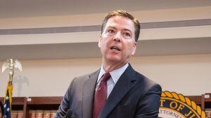 FBI:s direktör James B. Comey utlyser en korruptionsutredning av FIFA.