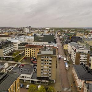 Oulun kaupunkia kuvattuna droonilla.