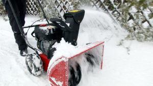 MTD-lumilinko siirtää lumen tarvittaessa lähelle