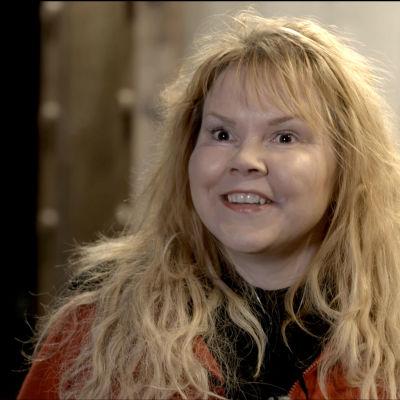 Kirjailija ja elokuvakäsikirjoittaja Katja Kettu.