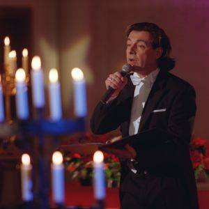 Kirka esiintymässä Tampereen Aleksanterin kirkossa joulukuussa 1998.