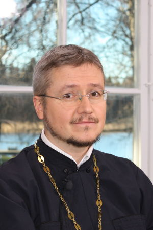 porträtt av den ortodoxa prästen Mikael Sundkvist.