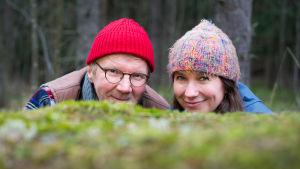 Ulos luontoon Kevätseurantaa juontavat Pirkka-Pekka Petelius ja Minna Pyykkö