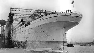 Oceanångaren RMS Olympic sjösätts.