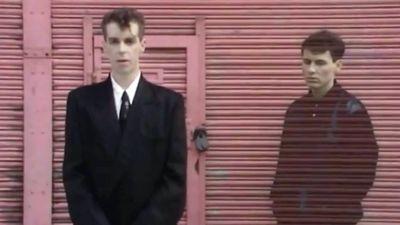 Pet Shop Boys. Kuvakaappaus musiikkivideosta West End Girls.