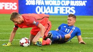 Lukas Hradecky vaktade målet mot Island.