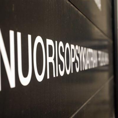 Oulun nuorisopsykiatrian poliklinikkan kyltti