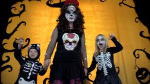 Barn i Youtube-video på Halloween 2017.