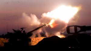 En stridsvagn öppnar eld i Gaza