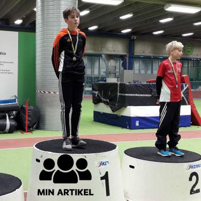 Rasmus Tenkanen står på översta prispallen.