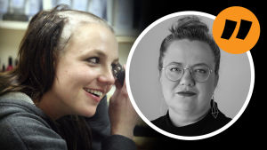 Britney Spears rakar av sig håret och ler. Ovanpå bilden på Spears en bild på Svenska Yles kulturredaktör Kia Svaetichin.