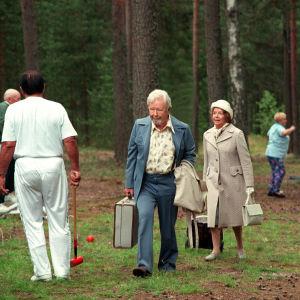 Lasse Pöysti ja Eeva-Kaarina Volanen tv-elokuvassa Pala valkoista marmoria.