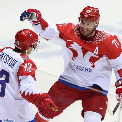 Pavel Datsjuk och Ilja Kovaltjuk firar.