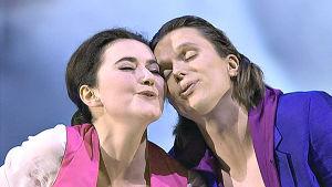 Stephanie D'Oustrac ja Topi Lehtipuu oopperassa Paladiinit