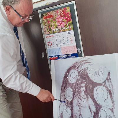 Leszek Lewoc visar en bild på det monument till döda fosters ära han hoppas kunna uppföra en dag i Suwalki i Polen.