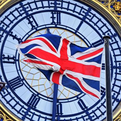 Englands flagga framför Big Ben i London.