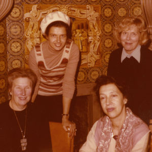Pianistit Meri Louhos, Ritva-Tuuli Ahonen ja Manja Mekler leningradilaisessa ravintolassa 1970-luvulla.