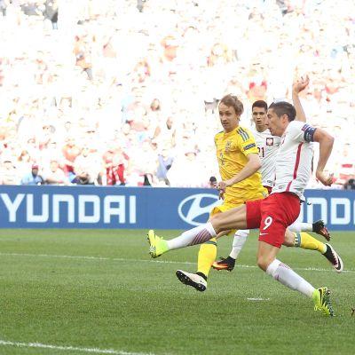 Robert Lewandowski missar ett bra läge mot Ukraina.