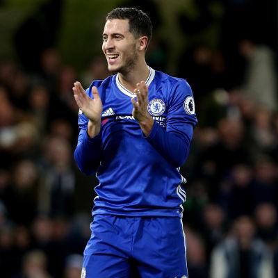 Eden Hazard klappar händerna