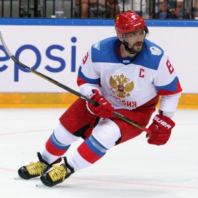 Alexander Ovetjkin skrinner i matchen mot Sverige i World Cup.