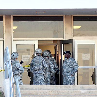 Massaker vid amerikanska militärbasen Fort Hood i Texas