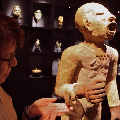 """Xipe Totec var fruktbarhetens och vårens gud i den förcolumbianska kulturen. Hans smeknamn var """"den flådde""""."""