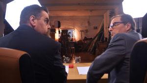 Stan Saanila och André Wickström bakifrån under inspelning av programmet Detta om detta
