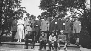 Tjänstemän på Sveaborgs fångläger 1918. Möjligtvis på vargön.