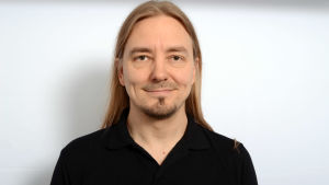 Mokoman kitaristi Tuomo Saikkonen