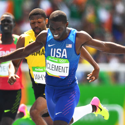 Kerron Clement korsar mållinjen som etta i OS i Rio.