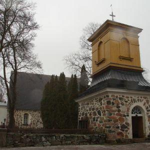 Pojo kyrka exteriör
